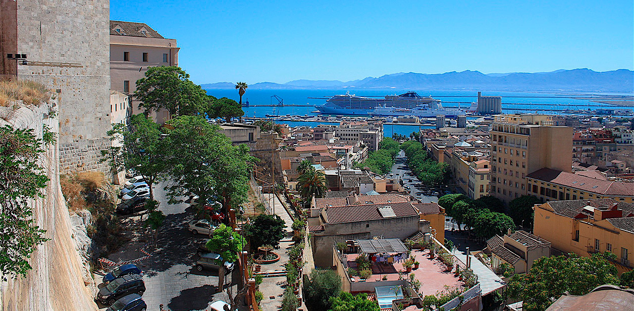 Cagliari matkat resor välimeri italia